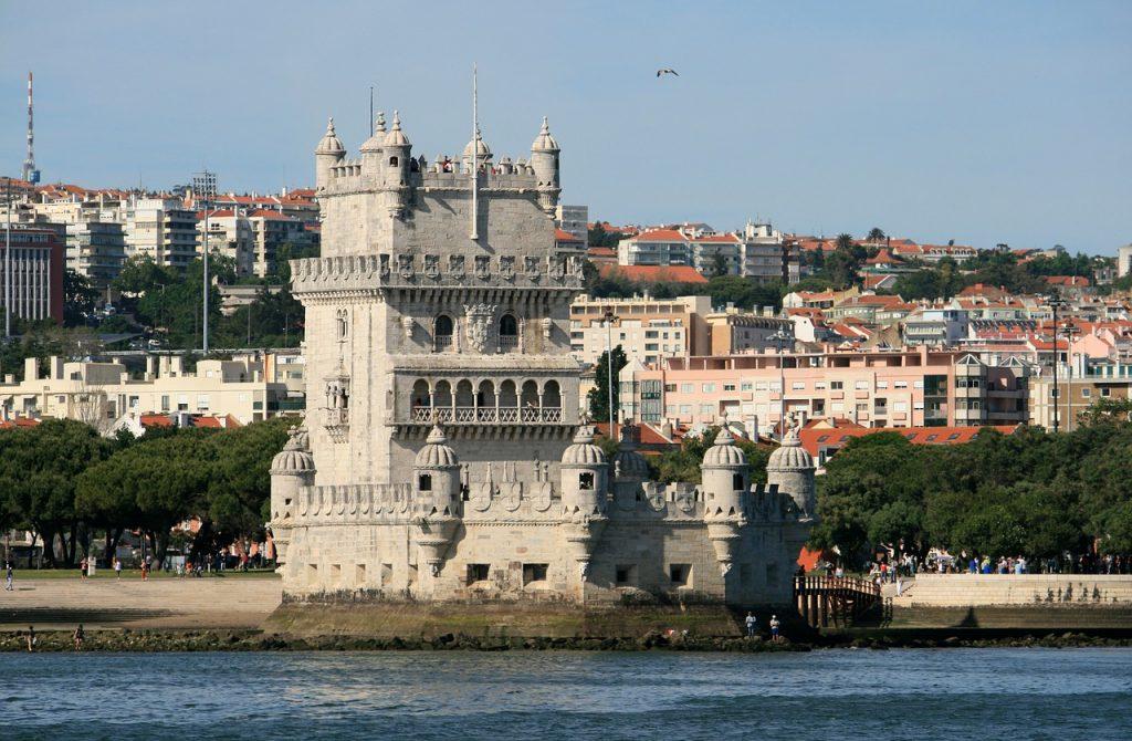 Location de voiture à Lisbonne, voyez la tour de Belem