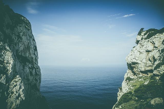 La croisière en Corse, entre pierre et mer