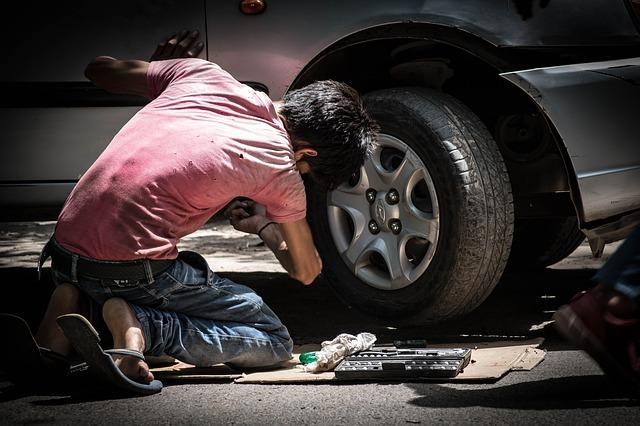 Garagiste au travail